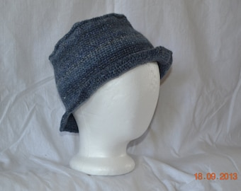 Adorable Brimmed Hat in Shades of Blue