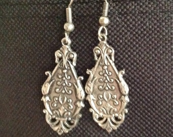 Silver earrings with filigree