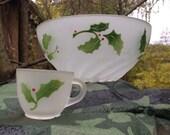 Vintage Federal Glass Frosted Christmas Holly & Berries Swirl Punch Bowl/ Egg Nog / Beverage Set Service