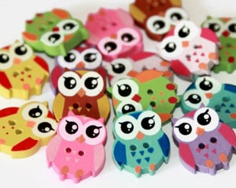 12 Owl Shaped Buttons - Painted Wood Buttons - 21mm x 17mm - Wooden Owl Button - PW54