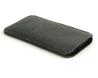 Leather iPhone case. Black iPhone 5 sleeve. Also for iPhone 6 / 6 plus. black felt. Leather sleeve. Leather pouch. Distressed leather