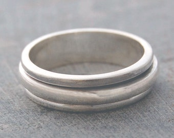 Polished Silver Spinning Ring