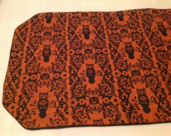 Black Owls Halloween Print Burlap Table Runner
