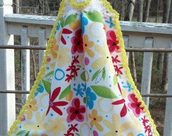 Kitchen towel with crochet topper