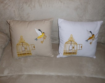 bird flying free pillow