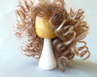 wig on stand long curly hair dollhouse miniature 1/12 scale
