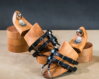 Leather double toe straps
