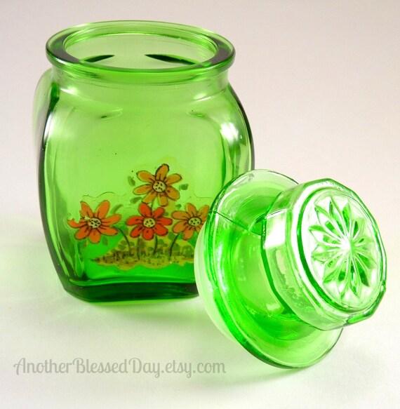 vintage wheaton mini jar w lid and 1970s daisy decal. Black Bedroom Furniture Sets. Home Design Ideas