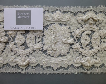 Embroidered French lace in the Vintagelook by Riechers Marescot