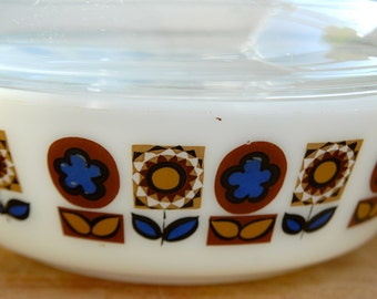 Retro Pyrex Casserole Dish with Glass Lid -Retro Blue and Brown Flower Pattern 1970