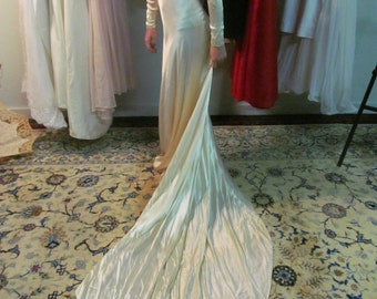 Special Wedding Dress, Circa 1930/40s - Satin, Southern, Shimmery .......