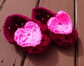 HANDMADE Baby Girl Heart Booties. 0-12 mo. Baby shower gift. Baby girl. Hot pink. Crocheted.