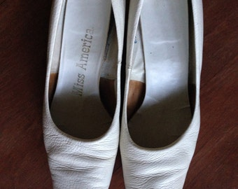 Vintage MISS AMERICA White Heel Shoes size 8.5