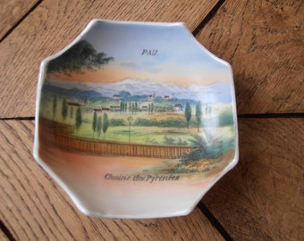 A French vintage trinket holder, a souvenir of Pau, 1900's