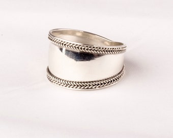 Vintage Silver Bali ring. Double Weaved Edge design