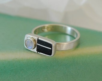 ring with ebony and moonstone