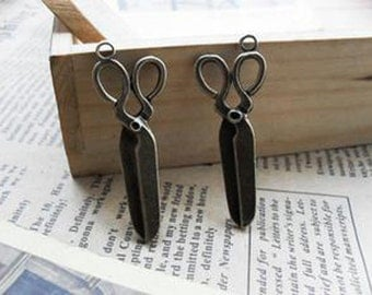 20pcs  Antique Bronze Lovely Scissors Charms Pendant. c348-14