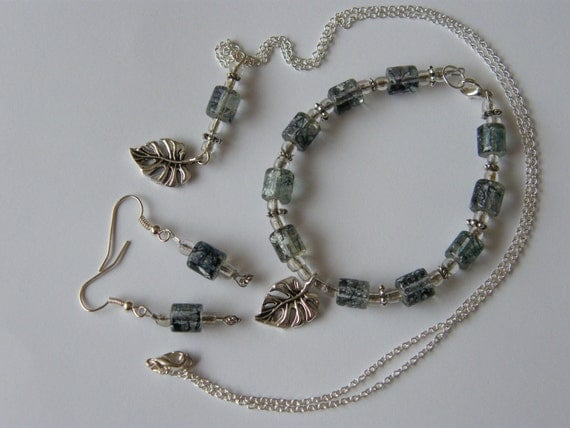 Grey/silver leaf jewellery set