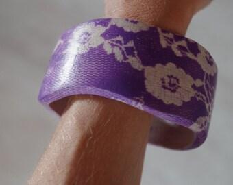 Wood  (oak) bracelet, Purple FLOWERS
