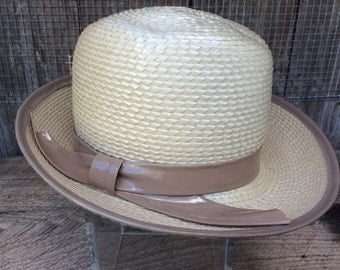 Great straw hat with pleather trim