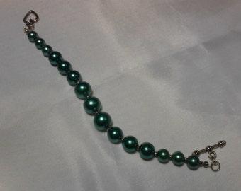 Pearl bracelets in various colors