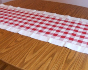 "White and red checkered table runner, 15,5"" x 54"" table runner, ready to ship"