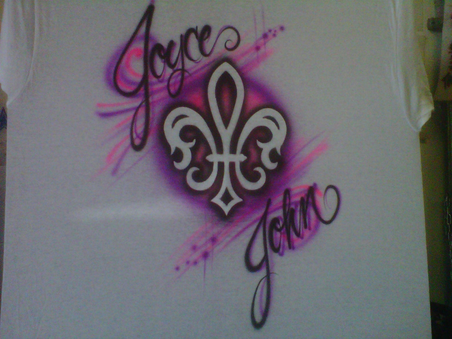 Custom airbrush couples t shirt fleur de lis for Custom made airbrushed shirts