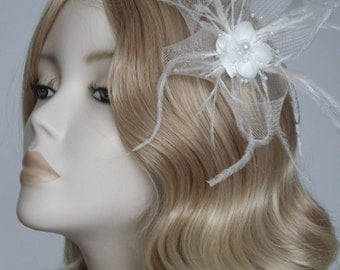IVORY BRIDAL FASCINATOR / Headpiece, Pearl flower, ostrich feathers and crin, on a small croc clip