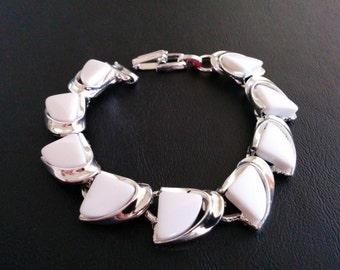 Vintage Bracelet Milk White Themoset Wave Triangle Silver Tone 343
