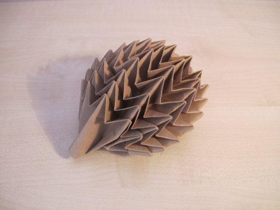 Articoli simili a modello di carta fatta a mano di origami ...