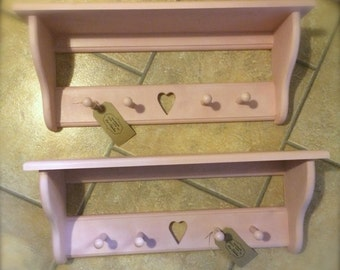 Pretty heart shelf with pegs.