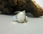 Sterling silver and moonstone ring. Size 7 US - sterling jewelry - sterling silver ring - gemstone ring - SALE