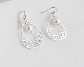 Modern Floral Garden Pearls Earrings. Silver Teardrop Shape Filigree Drop Dangle Earrings. Bridal Wedding Bridesmaid Gift