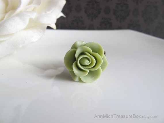 Olive Green Rose, Nature Green Flower Ring. Antiqued Victorian Style FIligree Adjustable Ring. Shabby Chic Cocktail Ring Country Wedding