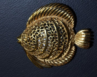Vintage Monet Brooch Pin. Swimming Fish.  Large Gold Tone dimensional.