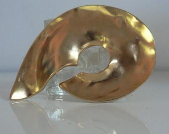 Large Dauplaise brutalist modernist goldtone brooch / vintage 1970s 80s abstract sculpted pin