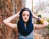 Circular Cowl in Navy Blue // Dark Blue Chunky Knit Infinity Scarf // Handknit Blue Hipster Scarf