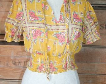 1970's Sheer Lightweight Crop Top - Wide Elastic Band - Pink Floral and Gold Short Top - Cute Little Top - Tween - Young - 32 Bust