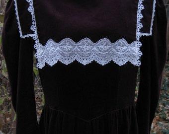 size 9 Colonial dress style, BURGUNDY VELVET Civil War dress look, Victorian dress style Gunne Sax steampunk dress, cocktail dress, Holiday