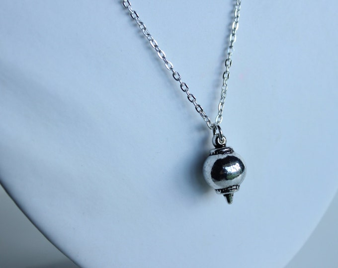 Stunning Simple Silver Bauble Necklace.