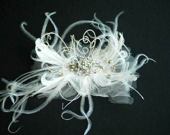 Ivory / White Feathers Fascinator Hair Comb or Clip. Classy Spring Stylish Wedding Statement, Bridal Bride Bridesmaid Couture, Vanilla Cream