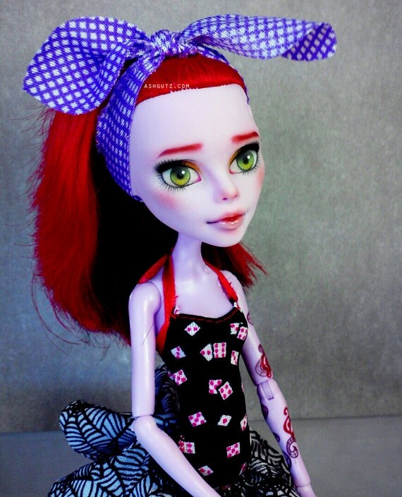 Monster High repaint    Operetta doll