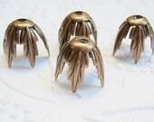 4 -Antique brass leaf bead caps - CF132