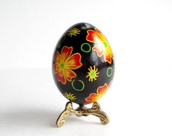 Ukrainian Easter egg pysanka, chicken egg shell hand painted, Easter gifts,easy way to decorate for Easter Sunday dinner,centerpiece eggs