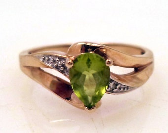 Vintage 10K Solid Yellow Gold Peridot Tiny Diamonds Ring