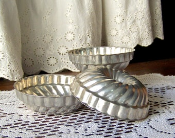 Vintage Miniature Baking Pans Set of 4 Mini Tartlet Pans Metal Baking Tins Cake Mould Vintage 1960s