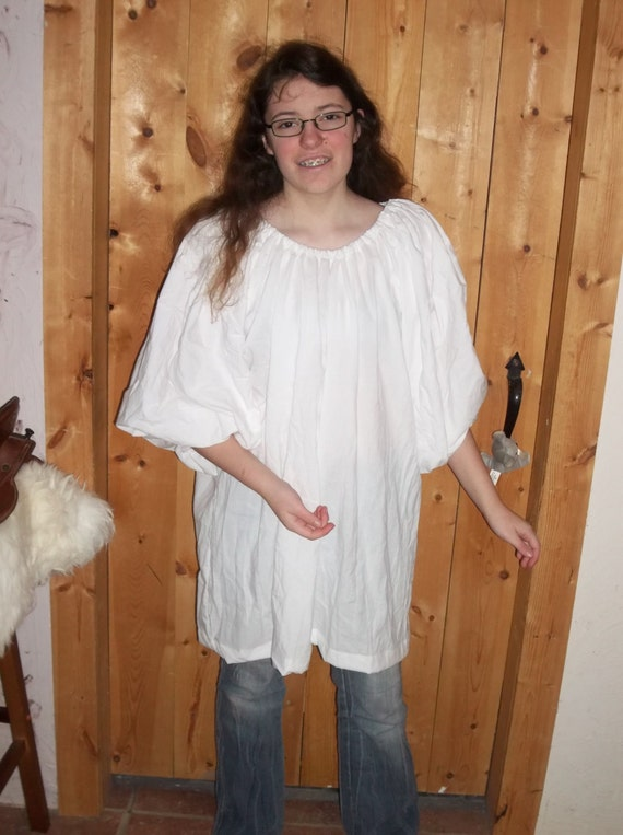 White cotton muslin chemise in a shirt length with 3/4 sleeves.