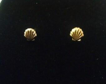 Vintage Monet Scallop Sea-Shell Earrings Signed 1970s for Pierced Ears