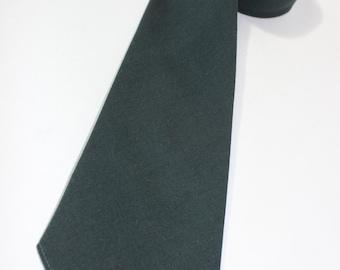 vintage 1940's -Melbroke- Men's Neck tie. Solid dark Forest Green - Worsted Wool.