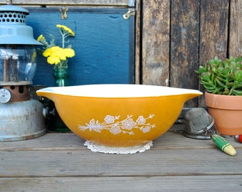 Vintage Pyrex Cinderella Butterfly Gold Large Bowl